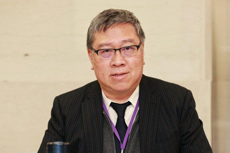 針對肺癌早期篩檢,台灣肺癌學會理事長陳育民認為,他不建議每個人都做,而是具高風險...