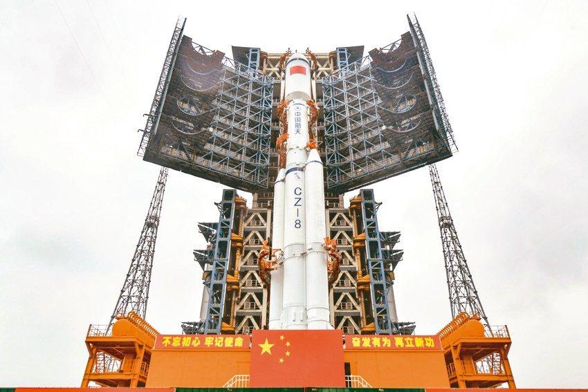長征八號遙一運載火箭16日垂直轉運至發射區,計劃12月底擇機實施首次飛行試驗任務...