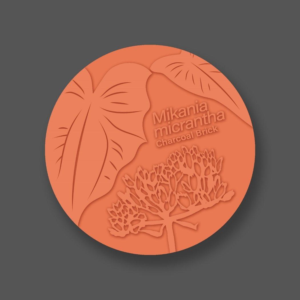 小花蔓澤蘭炭磚杯墊。 生態材料產業協會/提供