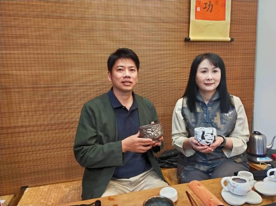 策展單位「就是愛茶碗」克里斯.李(左)首度主辦陶藝大賞,邀請陶藝界享有盛名的楊晴...