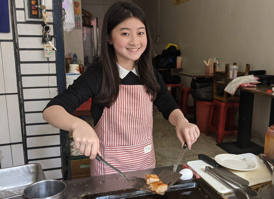 蓋兒Gail第一次做傳統早餐。圖/滾石唱片提供