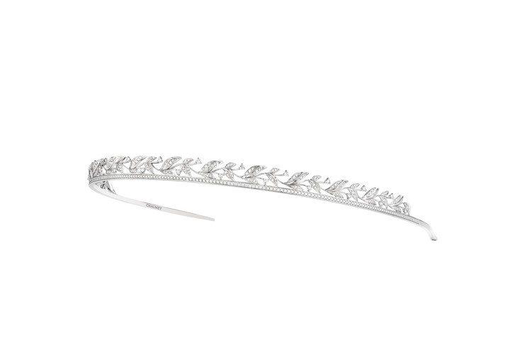 Laurier頭飾,18K白金鋪鑲明亮式切割鑽石,200萬元。圖/CHAUMET...