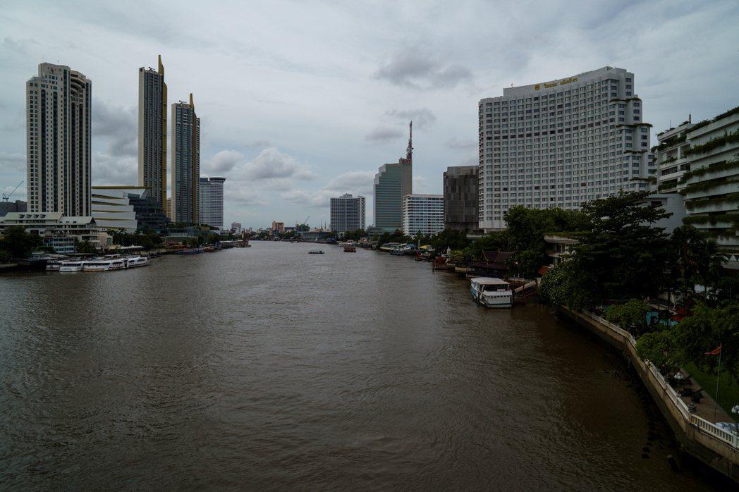 泰國曼谷五星級旅館降價至二星水準以吸引國內遊客。路透