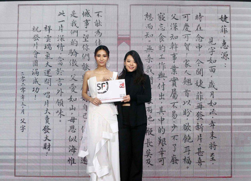 呂婕菲(左)發表第4張「房客4UNK IN ON」專輯大秀性感,夏沐到場支持。圖...