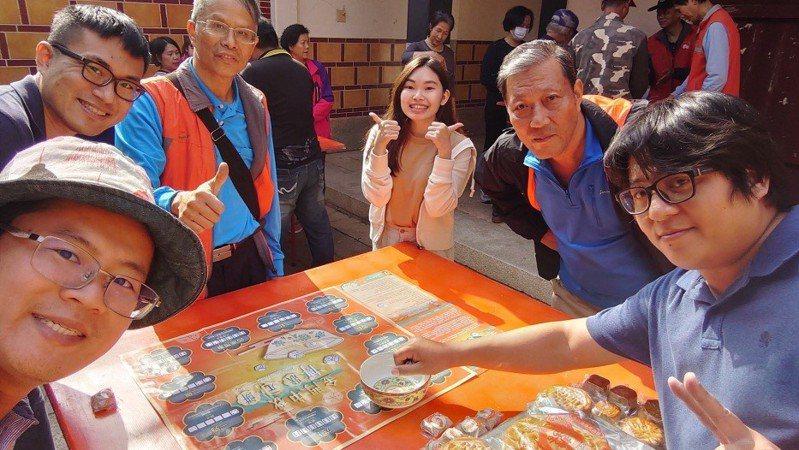 搏狀元餅,是一個大小朋友都容易上手的民俗文化活動,這項活動的創始者就是洪旭。圖/縣府提供