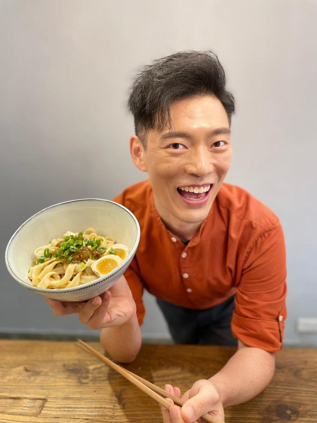 王凱傑Jason  Wang成為「台麵紅燒牛油醬拌麵」代言人。圖/經紀人提供