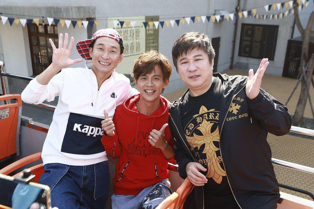 胡瓜(右起)和阿翔、浩子將主持高雄跨將主持高雄跨年晚會。圖/民視提供