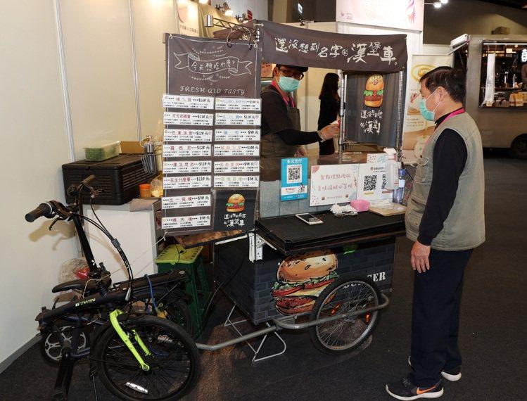 冬季美容展也有「美好市集」買到好吃美食。記者曾吉松/攝影