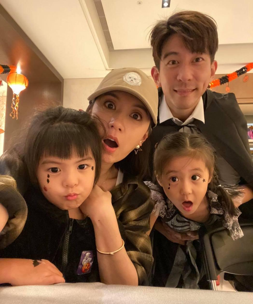 修杰楷、賈靜雯與女兒咘咘、波妞。圖/摘自臉書