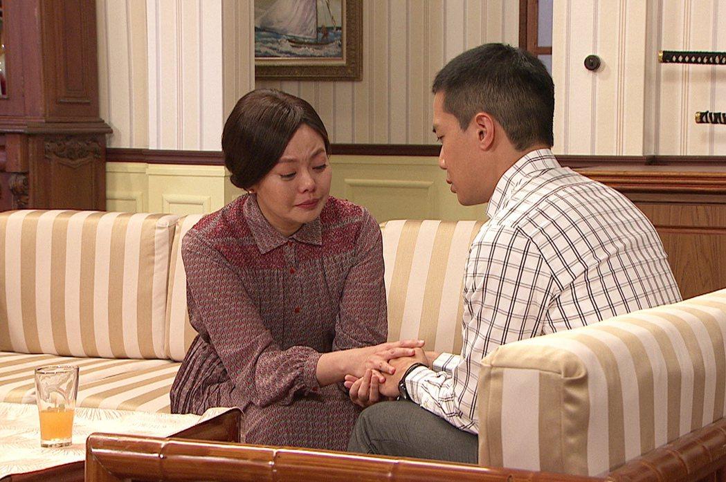 林嘉俐(左)與薛仕凌被米可白哭聲嚇到。圖/台視提供