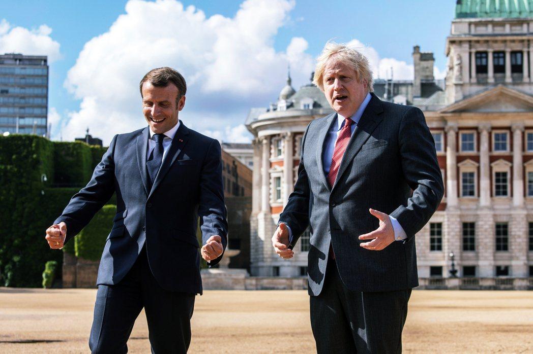 人前與強生好來好去的馬克宏,人後則不斷以「脫歐」為稻草人來暗捅英國,盡可能地利用...