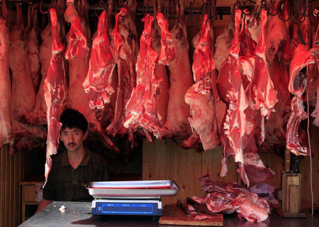 在伊斯蘭信仰中,豬肉被視為是不潔、不可食用的肉品。然而根據《半島電視台》報導,兩...