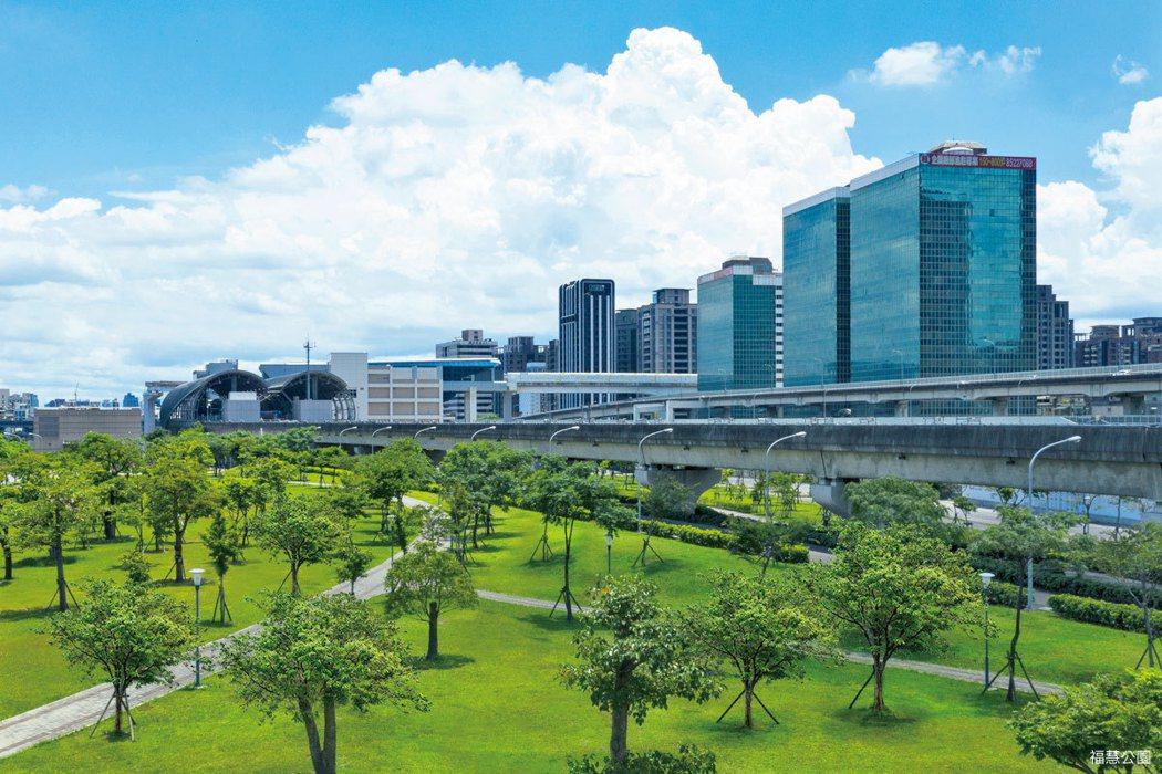 「新潤莫內花園」正對6300坪福慧公園,開窗就能飽覽遼闊綠意。 圖/海鉅開發股份...