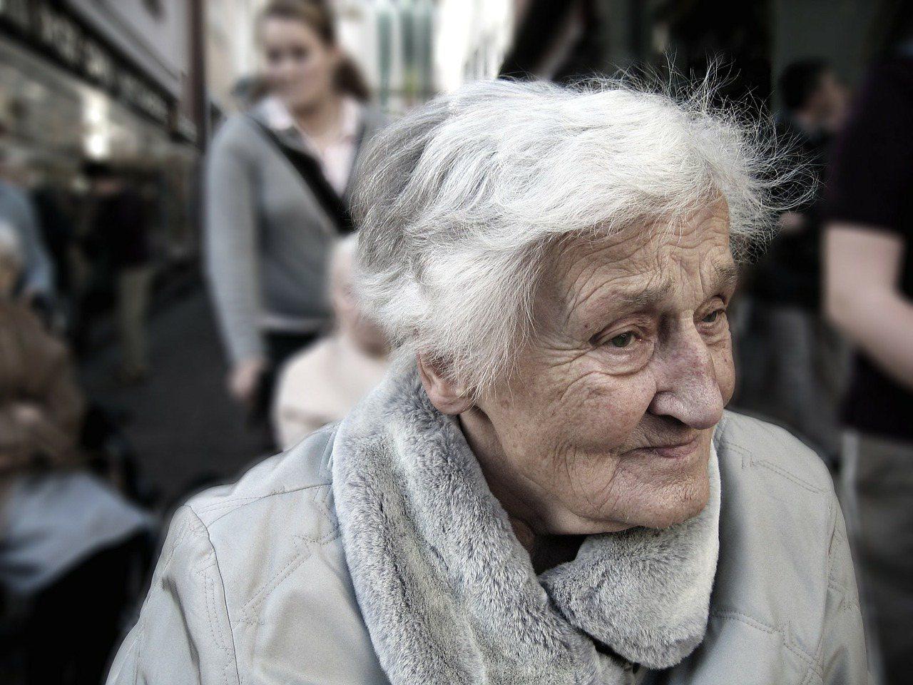一般成年憂鬱症好發年齡層為20歲至45歲,而老年憂鬱症除年輕時已罹患之外,更好發...