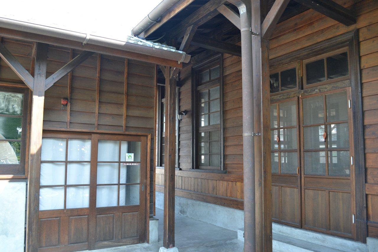 台南市南區鹽埕出張所,是目前保存下來的日式廳舍中,唯一採用「移築」方式建成。 /...