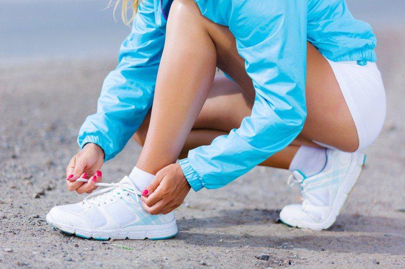 國外網友教學正確的綁鞋帶方法。示意圖/ingimage