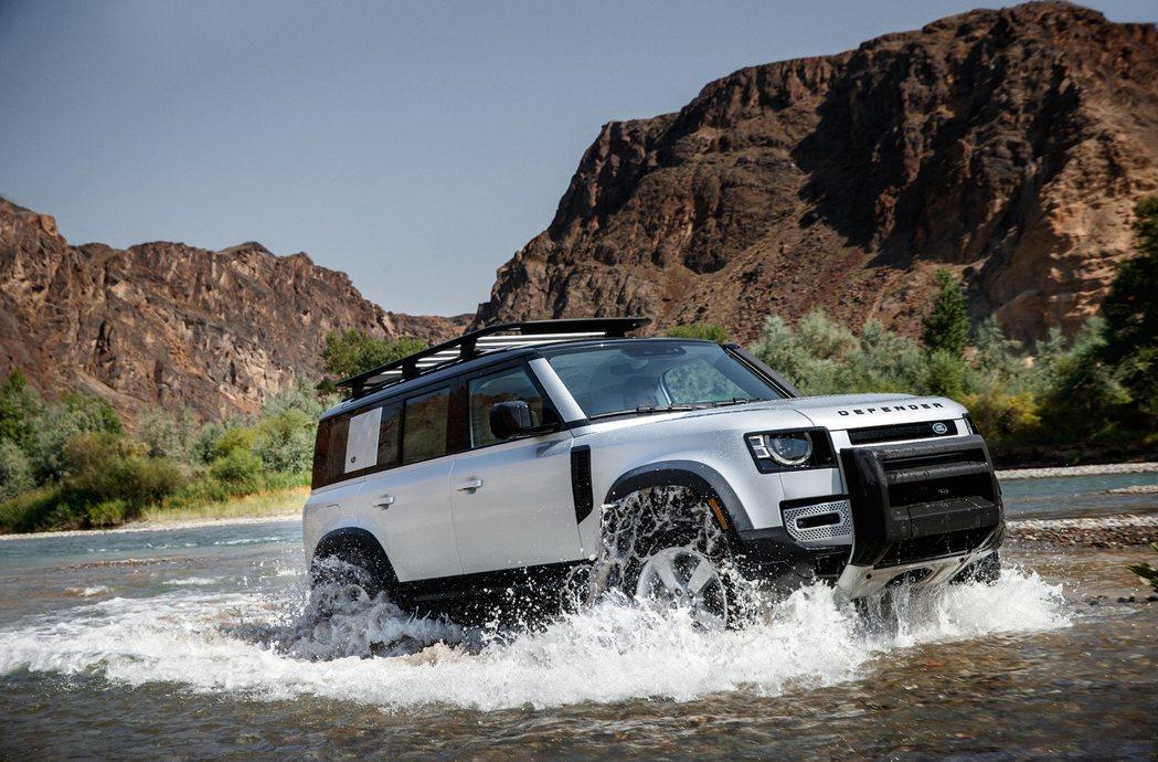 Land Rover Defender入圍了「年度多用途車款風雲車」 (Util...
