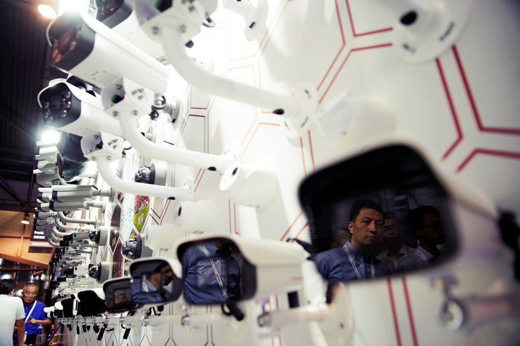 新科技與社會控制在中國,毫無節制的合謀,以及該技術模式的擴張輸送,將是未來全球社...