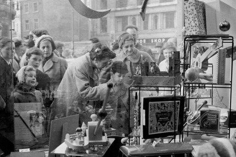 近年來受到線上購物的嚴峻挑戰,獲利出現衰退。今年春天更因為封城所迫,加速了獲利惡...