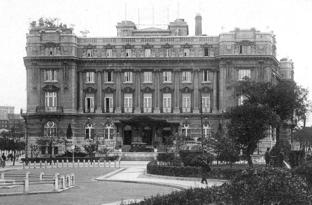 滿鐵經營的大連大和飯店,1914年竣工,富麗堂皇的歐式建築,提供國際化的服務,在...