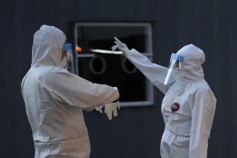 韓國政府今天表示,預估2021年1月之前與4家藥廠簽約,2、3月開始導入2019冠狀病毒疾病(COVID-19,新冠肺炎)疫苗,目標在同年11月前接種完成。 美聯社