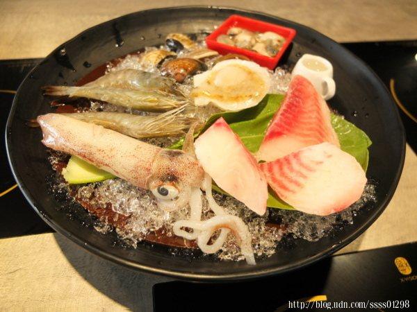 海鮮鍋系列-綜合海鮮(鮮蚵、蛤蜊、鯛魚、鮪魚、小卷、鮮蝦),海鮮控必點!