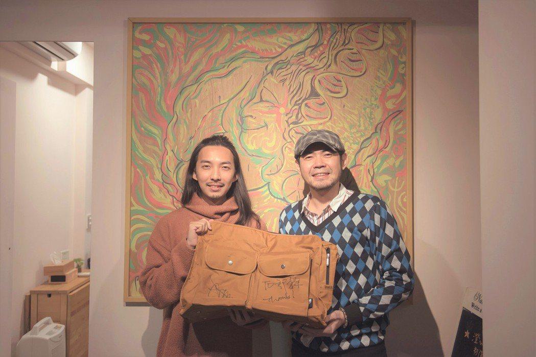 余荃斌(右)驚喜遇見10年粉絲。圖/艾迪昇傳播提供