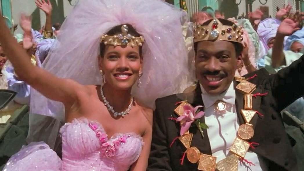 艾迪墨菲(右)與雪莉海德利在「來去美國」童話般的愛情有圓滿結果。圖/摘自imdb