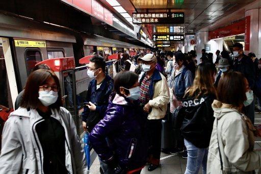 健康照護體系支持台灣防疫有成,新冠疫情下民眾一般生活未受太大影響,台北捷運依舊有大量旅客搭乘。歐新社