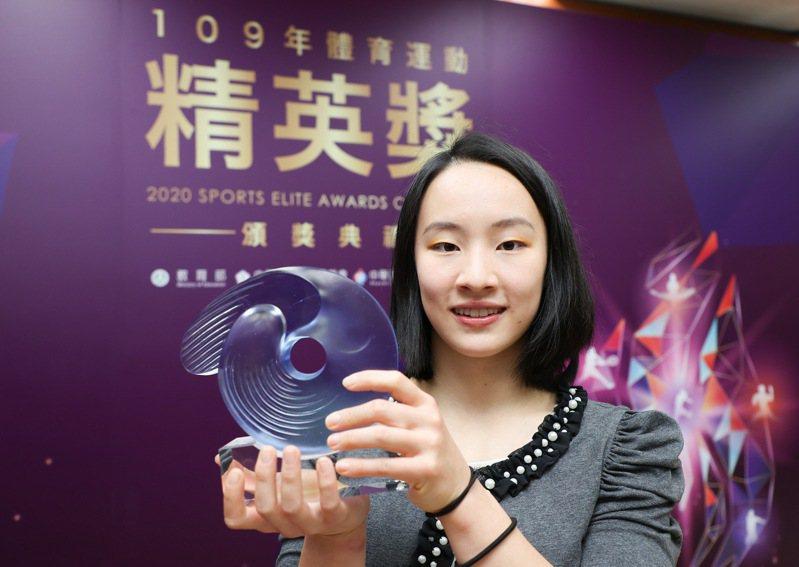 丁華恬奪下最佳新秀運動員獎。記者余承翰/攝影