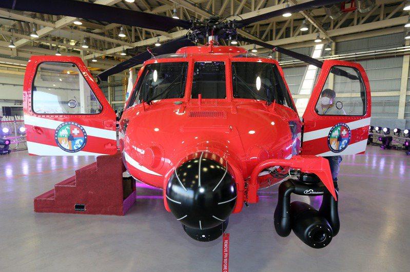 空勤總隊採用的黑鷹直昇機與美軍型號相同,加裝氣象雷達,FLIR熱像儀與探照燈。記者劉學聖/攝影