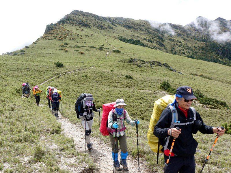 去年底開放山林後,攸關登山安全的協作、嚮導、商業團納管、公開資訊等仍缺一角,就是台灣登山活動至今沒有主管機關。圖/聯合報系資料照片