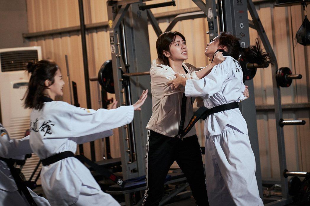 郭雪芙(左)在劇中和席惟倫差點大打出手。圖/八大電視提供