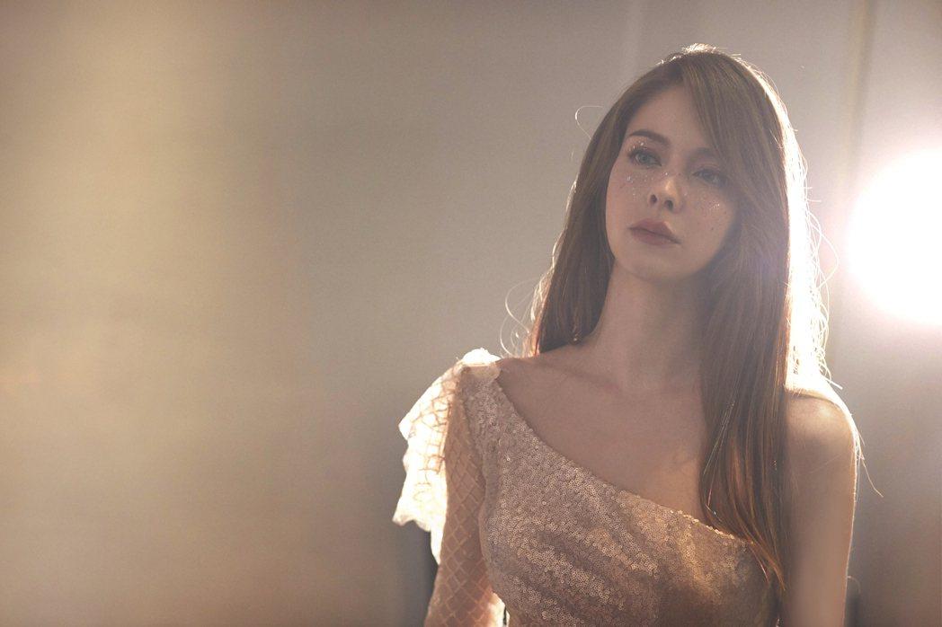 安妮推出數位單曲「自由女神」。圖/伊林娛樂提供