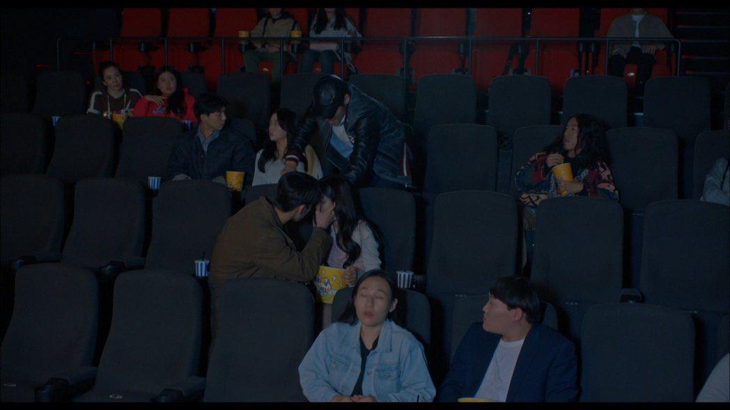 金惠奫、李宰旭驚喜客串,還做出疑似接吻的曖昧畫面。圖/friDay影音提供