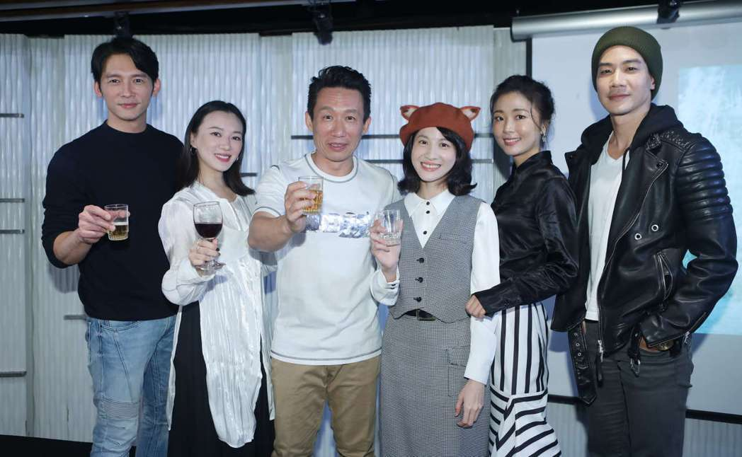 溫昇豪(左起)、李杏、 郭子乾、 連俞涵、 許安植、 薛仕凌出席主演的新戲「茶金