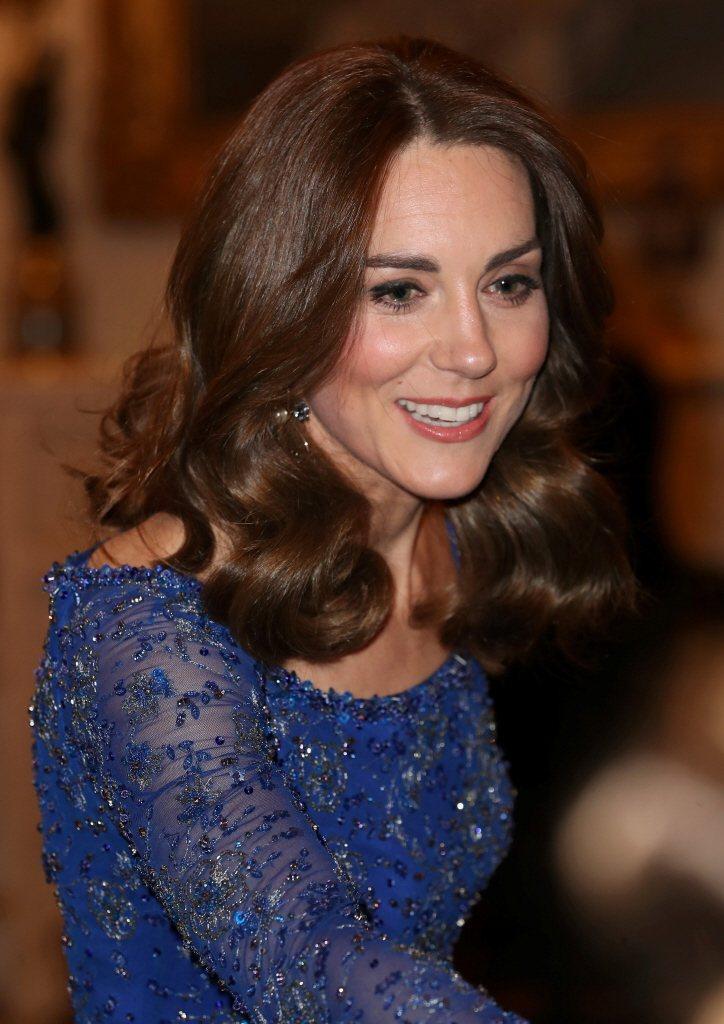 凱特的穿搭一向受到自家英國人的好評,卻也沒能成為英倫第一時尚話題熱搜名人。圖/路...