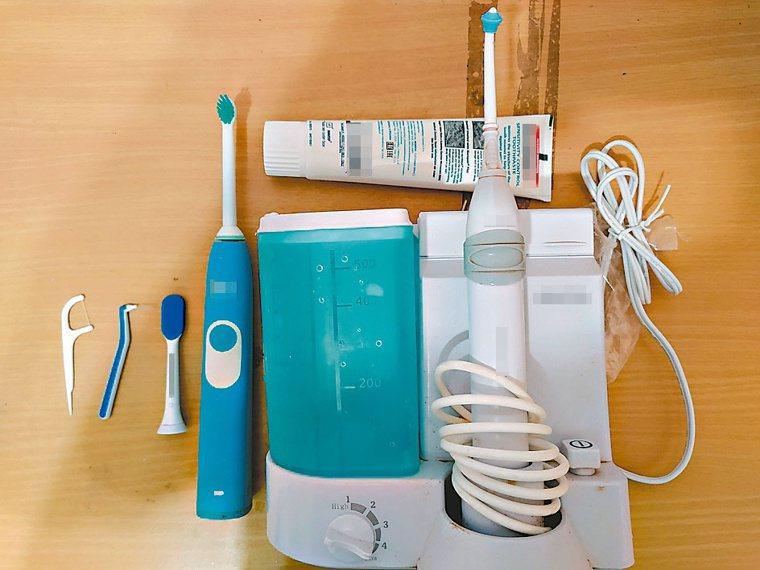 餐後我一定馬上漱口、清潔牙齒。在家裡,我會利用沖牙機高壓水柱沖入口腔、清潔齒縫,...