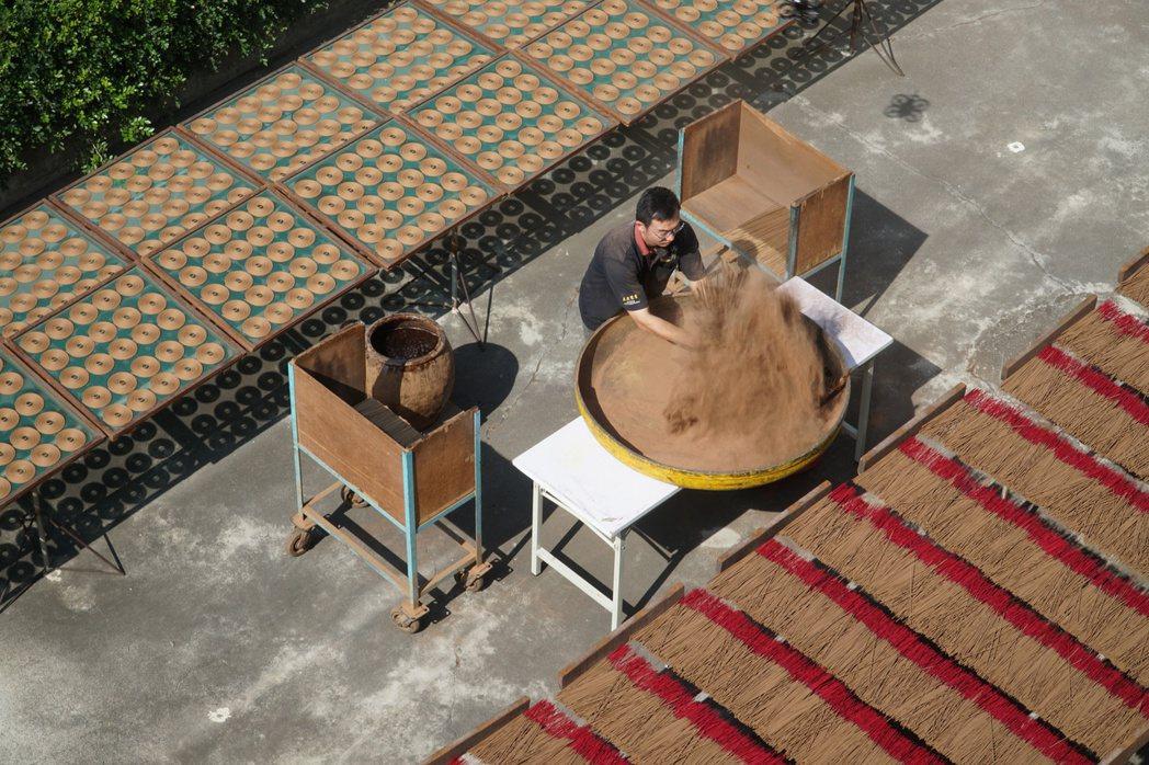 南笨港在交趾陶、剪黏師及製香師傳承的技藝下,還保留最原始的工藝與文化。 圖/陽光...