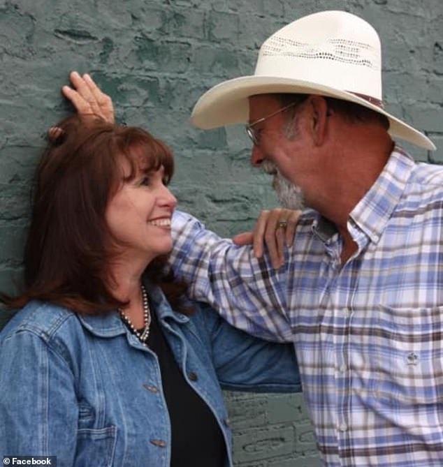 结婚近41年,崔西(左)和克里夫还是相当恩爱。 图/Tracy Howell脸书(photo:UDN)