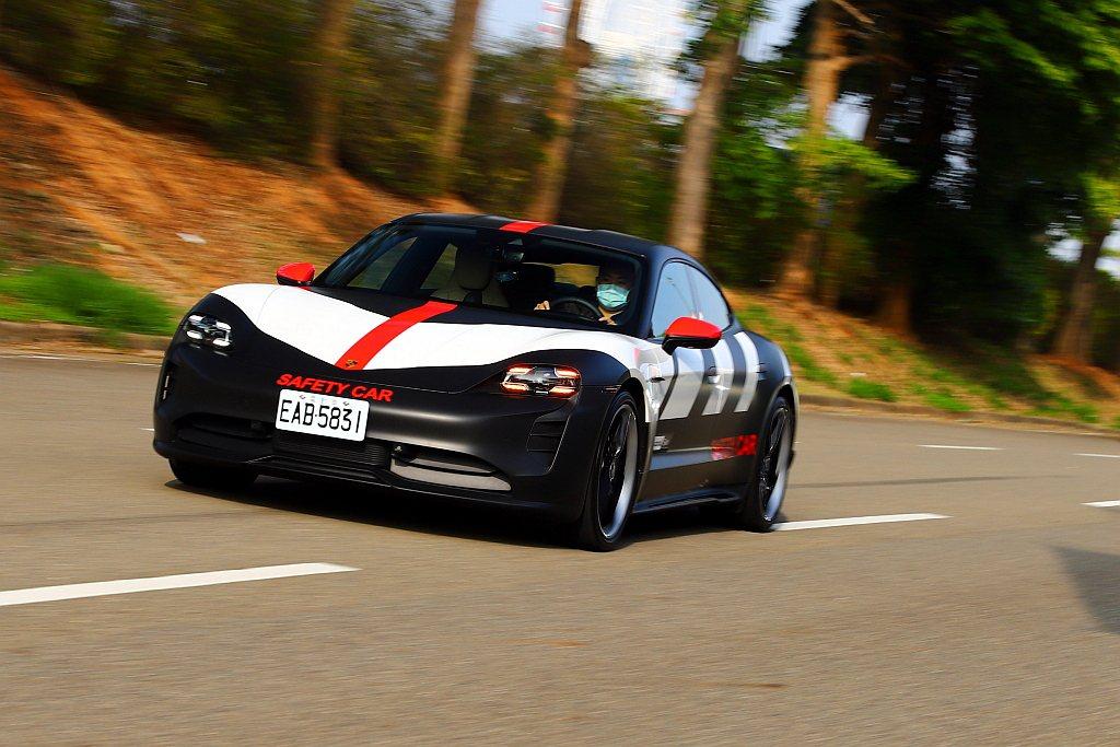 結束桃園保時捷中心的Porsche Turbo Charging快充體驗後,隨即...