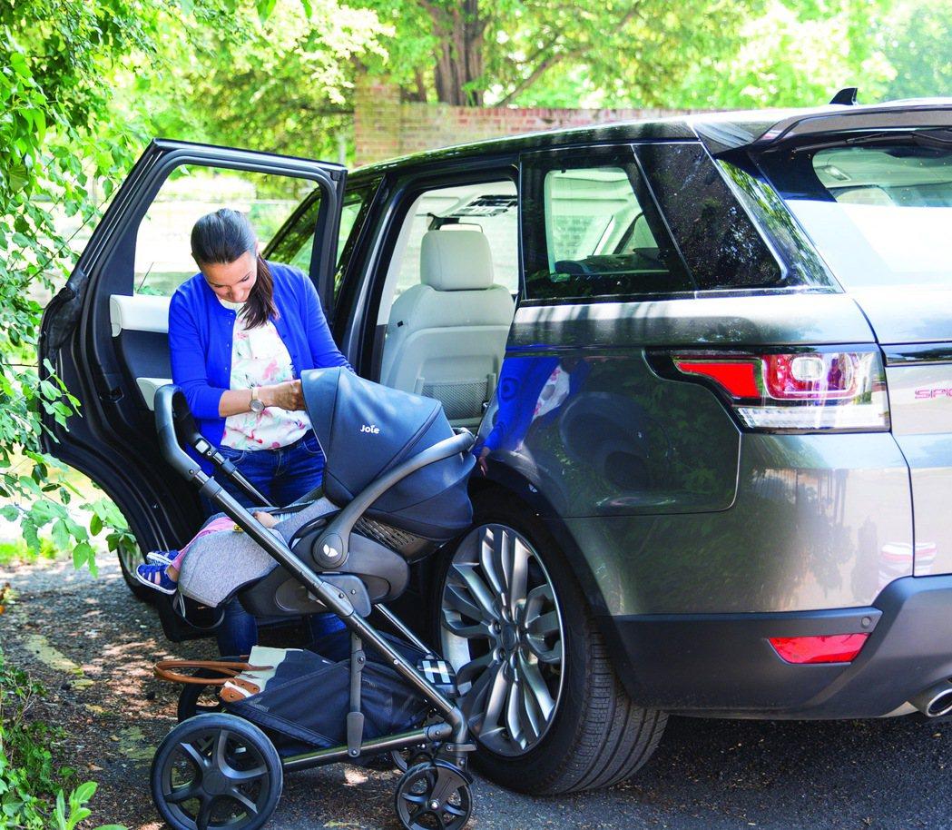 Joie i-Level提籃式汽座,售價16,500元。 圖/奇哥提供