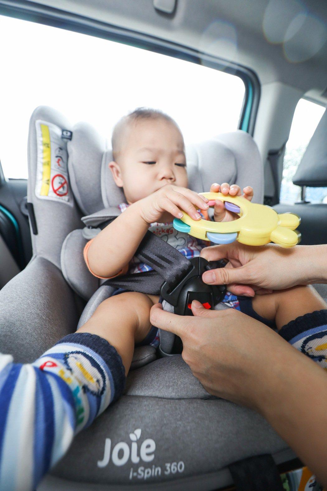 Joie i-Spin 360汽車安全座椅兼具舒適、安全及便利。 記者吳致碩/攝...