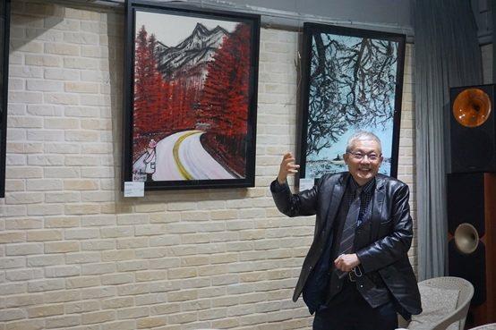 陳持平教授以生動有趣的表達,介紹其作品。 楊連基/攝影