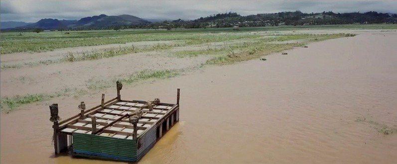 熱帶氣旋雅薩侵襲斐濟,當局估計損失達數億美元。 路透