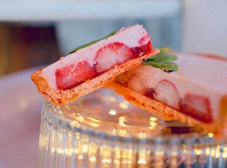 限定「草莓叮叮噹」甜派,強調草莓看得見。圖/PIETY提供