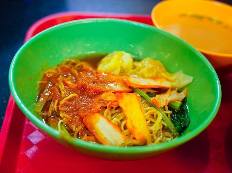 這碗讓新加坡人覺得滋味無窮的「餛飩麵」,它的配方及品牌價值達到280萬元星幣,相當於台幣6000萬元。圖/取自國記雲吞麵臉書