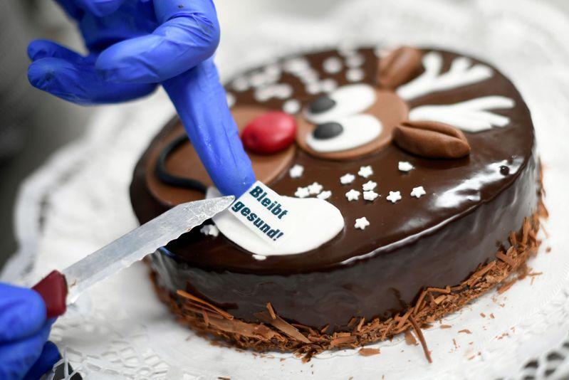 蛋糕該怎麼切,是一道人生的難題。法新社
