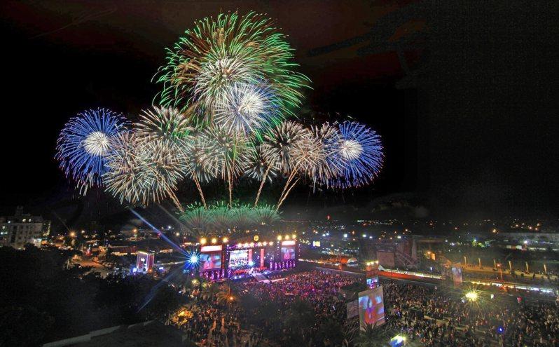 花蓮縣政府將於31日晚間在東大門廣場舉辦太平洋觀光節,19組歌手接力開唱,還有259秒的精彩焰火秀。圖/縣府提供