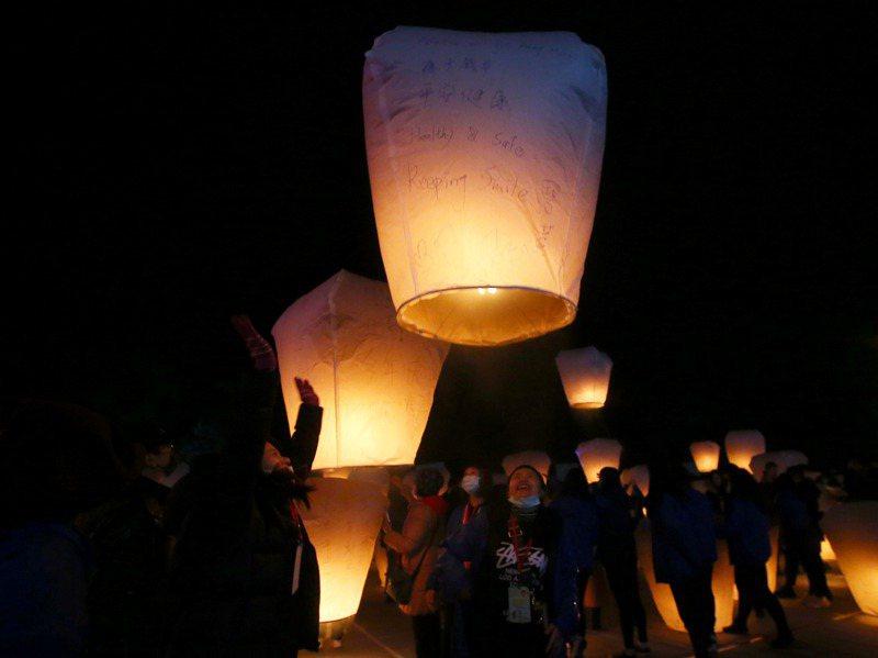 新北市政府制訂天燈自治條例草案送議會審議,未來可能將有「天燈稅」。圖/聯合報系資料照片